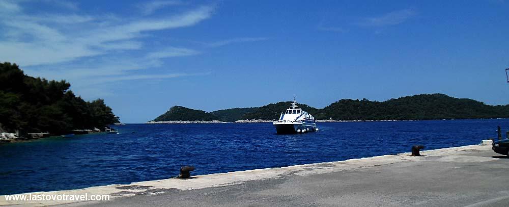 Catamaran Ferry 'Nona Ana' arriving in Ubli ferry port @ Lastovo Island